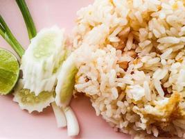 gebratener Reis mit Eiern foto