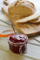 Soda Brot Cob und Marmelade foto