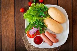 Zutaten für die Zubereitung von Hot Dogs foto