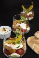 Gyros mit Salat und Tomate foto