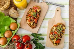 essen Sie sauber - vegetarischer Toast mit Gemüse foto