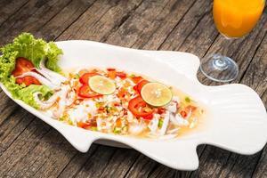 gedämpfter Tintenfisch mit Zitrone foto