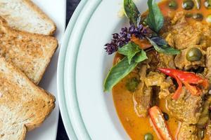 asiatisches thailändisches Essen - Curry mit Schweinefleisch