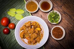Kaeng hing Ley Moo (Schweinefleisch-Curry) nordthailändisches Essen. foto
