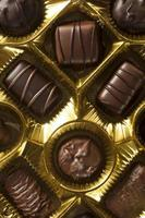 Schachtel Gourmet-Pralinen zum Valentinstag foto