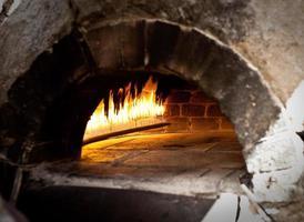 traditioneller Ofen zum Kochen. foto