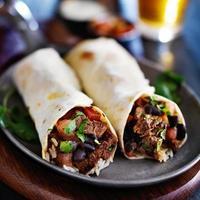 Rindfleisch Burritos mit Steak und Bohnen foto
