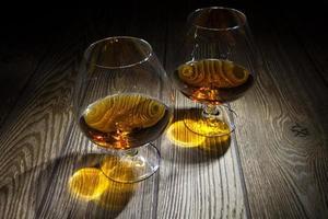 zwei Gläser Brandy foto