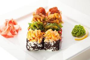 japanische Küche - Sushi-Rolle foto