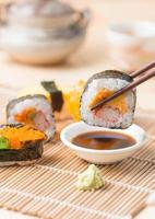 Sushi auf Stäbchen foto