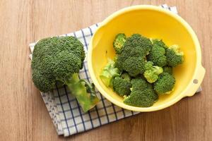 Brokkoli in einer Schüssel foto
