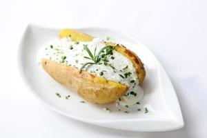 Ofenkartoffel mit saurer Sahne foto