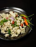 würziger Salat mit Schweinefleisch foto