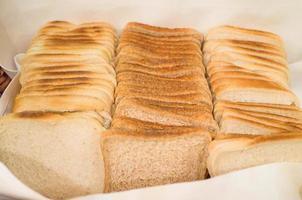 Brot auf dem Schreibtisch foto