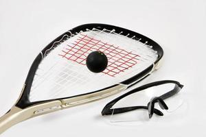 Squashschläger, Ball und Schutzbrille foto