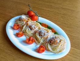 Spaghetti und Frikadelle foto