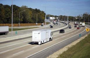 Verkehr auf der Autobahn foto