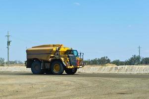 Wassertanker / LKW Staubunterdrückung auf der Baustelle foto