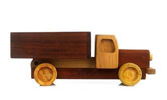 Vintage Spielzeugauto isoliert. foto