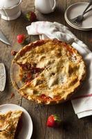 hausgemachte Erdbeer-Rhabarber-Torte foto