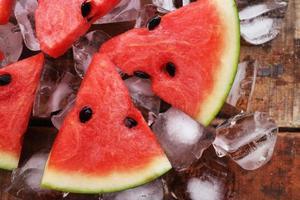 Wassermelone Eis am Stiel lecker frische Sommerfrucht süßes Dessert