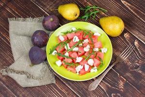 Wassermelonen-, Käse- und Rucolasalat foto