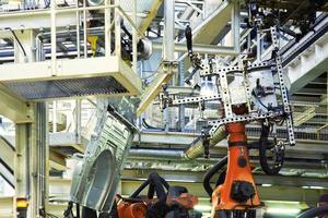 Roboter in einer Autofabrik foto