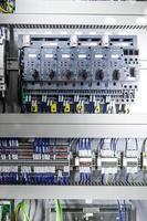 Mikrocontroller für Pneumatikkolben foto