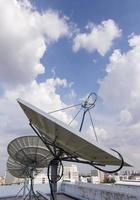 Satellitenschüssel für die Telekommunikation foto