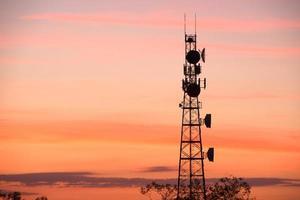 Funkturm mit Himmel Hintergrund.