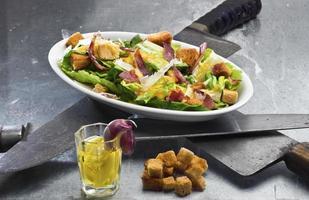 klassischer Caesar Salat - (Ides of March Thema) foto