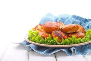 Putenschnitzel mit Zitronenschale und Minze foto