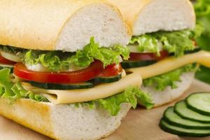 vegetarisches Sandwich mit Käse und Gemüse foto