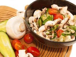Salat mit Champignon.