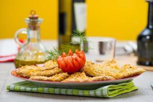 panierte Hühnerbrust mit Pommes Frites
