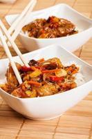 süß-saures Schweinefleisch mit Reis foto