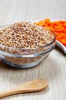 Karotten und getrocknete Dinkel