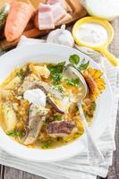 Kohlsuppe mit Pilzen und Perlgerste. foto