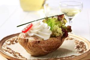 Ofenkartoffel und cremiger Aufstrich foto