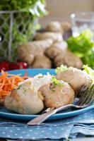 gebratene Hähnchenschenkel mit Reis