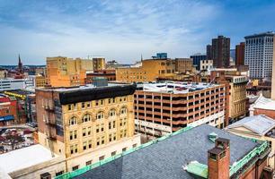 Ansicht von Gebäuden von einem Parkhaus in Baltimore, Maryland.