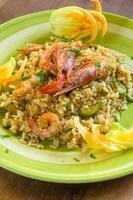 Risotto mit Garnelen und Zucchini foto