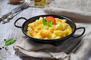 Gemüseragout mit Zucchini, Karotte, Kartoffel foto
