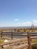 Wüste und Zaun foto
