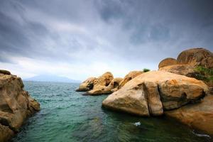 die Felsen in der Bucht