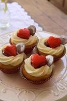 Vanille Valentinstag Cupcakes foto