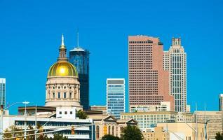 Atlanta Skyline und Georgia State Capitol foto