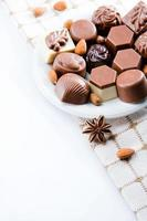 Luxus-Pralinen mit süßer Schokolade foto