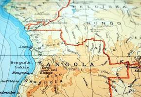 Nahaufnahme von Angola auf flacher Papierkarte foto