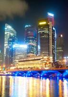 Singapur beleuchtet